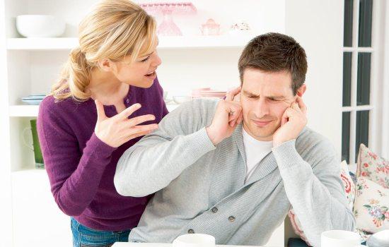 Чоловік не хоче спілкуватися? Байдужий, замкнутий, похмурий. Чому? Список причин, за якими чоловік не хоче спілкуватися з власною дружиною