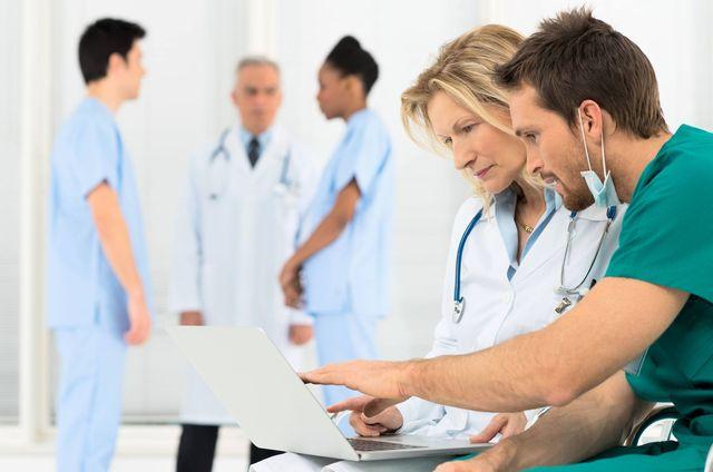 кілька лікарів