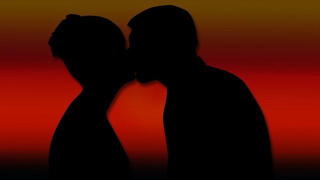 Чому жінка зраджує чоловікові, основні причини та особливості психології