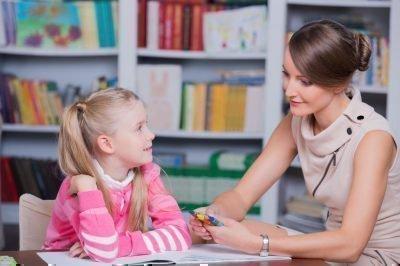 Психолог і маленька дівчинка