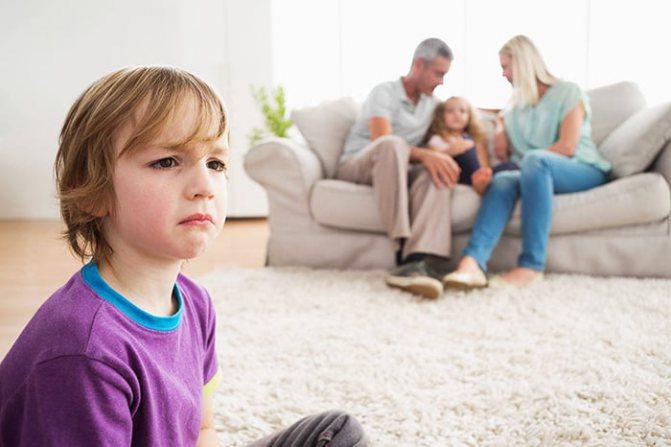 Дитина скривджений на батьків