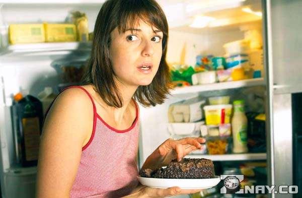 Залежить від їжі - відкритий холодильник